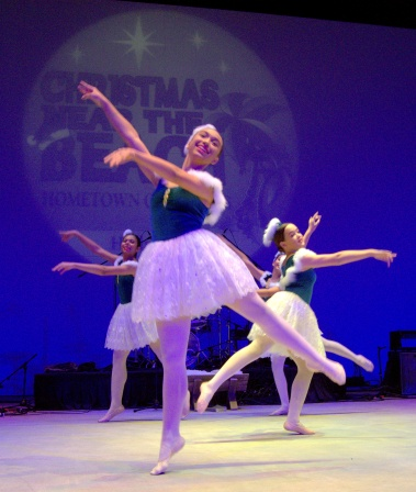 Christmas Near the Beach 2018 featured Many but ONE, a ballet troupe and dance school in Boca Raton, Florida.