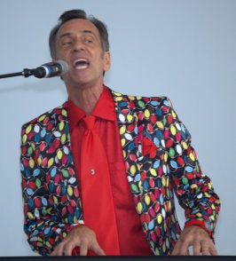Gravelly voiced Dale Powers plays keyboard . . .