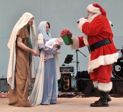 Santa, drumline, Holy Famiy-05